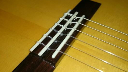ガットギター サドル